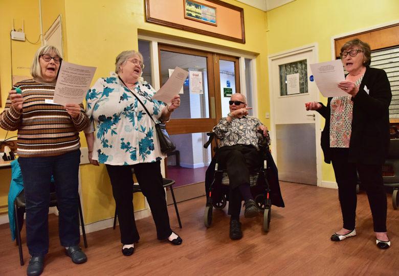 Cyfranogwyr Sing Well – for healthier communities
